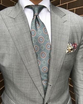 Cómo combinar: pañuelo de bolsillo estampado en beige, corbata de seda estampada en verde menta, camisa de vestir blanca, blazer gris