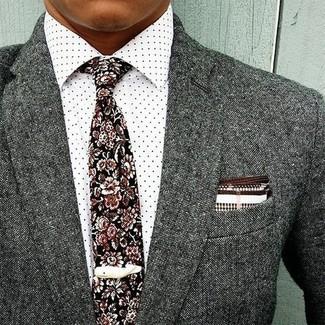 Cómo combinar: pañuelo de bolsillo en blanco y marrón, corbata con print de flores negra, camisa de vestir a lunares blanca, blazer de lana gris