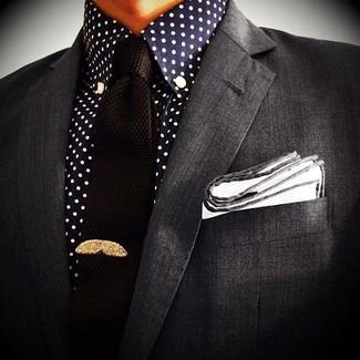 3301aeae Look de moda: Pañuelo de bolsillo blanco, Corbata de punto negra, Camisa de  vestir a lunares en azul marino y blanco, Blazer en gris oscuro | Moda para  ...