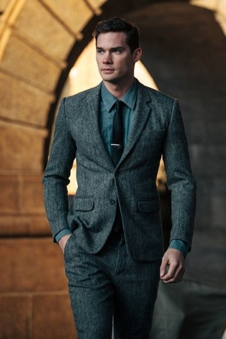 Cómo combinar: corbata negra, camisa vaquera azul, traje de lana en gris oscuro