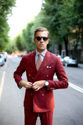 Combinar un traje rojo: Empareja un traje rojo con una camisa de vestir de rayas verticales blanca para una apariencia clásica y elegante.