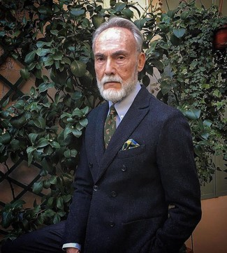 Cómo combinar: pañuelo de bolsillo de tartán en multicolor, corbata estampada verde oliva, camisa de vestir celeste, blazer cruzado negro