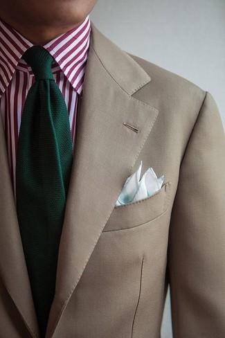 Cómo combinar: pañuelo de bolsillo en verde menta, corbata de punto verde oscuro, camisa de vestir de rayas verticales en blanco y rojo, blazer en beige