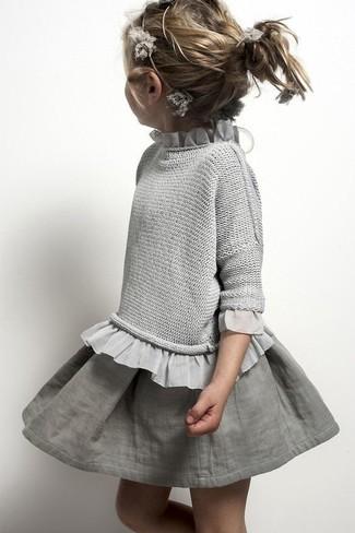 Cómo combinar: falda gris, jersey gris