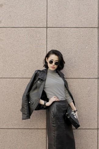 Cartera sobre de cuero estampada en negro y blanco de McQ Alexander McQueen