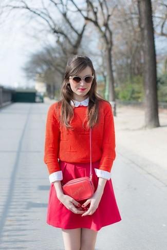Cómo combinar una falda skater rosa con una camisa de vestir blanca ... d75a1f1def86
