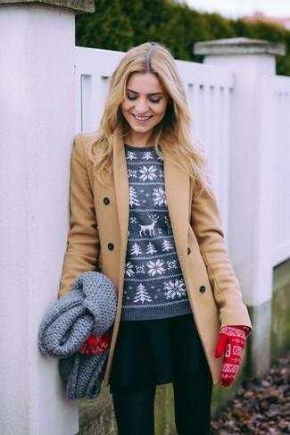 Combinar una falda skater negra: Para un atuendo que esté lleno de caracter y personalidad ponte un abrigo marrón claro y una falda skater negra.