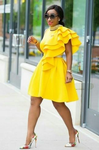 Combinar vestido amarillo y blanco