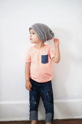 Cómo combinar: gorro gris, vaqueros azul marino, camiseta naranja