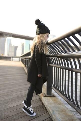 Cómo combinar: medias negras, gorro negro, zapatillas negras, abrigo negro