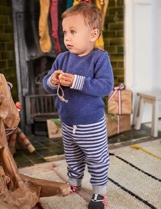 Look de moda: Jersey azul marino, Pantalón de chándal de rayas horizontales azul marino