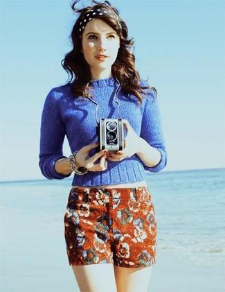 Jersey con cuello circular azul pantalones cortos con print de flores rojos cinta para la cabeza a lunares en negro y blanco large 388