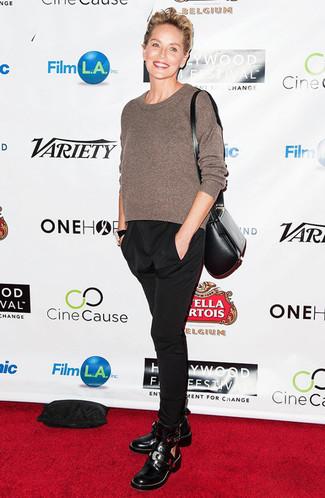 Jersey con cuello circular marron pantalon de pinzas negro botines negros large 23849