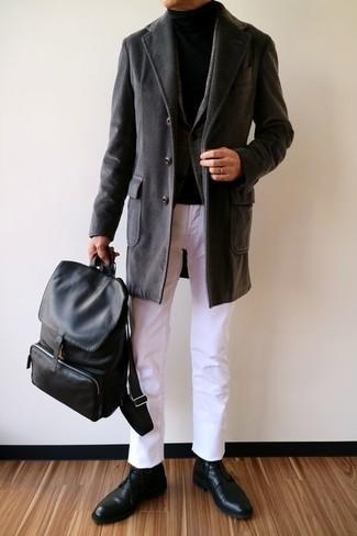 Cómo combinar: pantalón chino blanco, jersey de cuello alto negro, blazer de lana de tartán en gris oscuro, abrigo largo negro