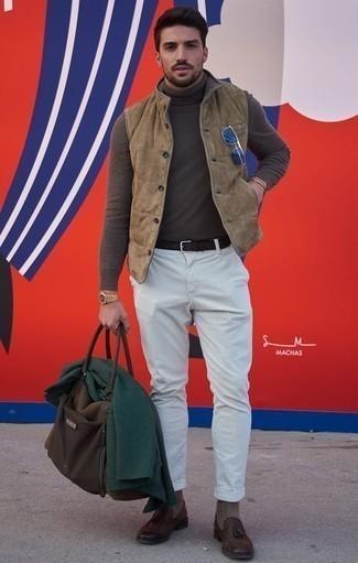 Combinar unas gafas de sol azul marino: Emparejar un chaleco de abrigo de ante marrón claro con unas gafas de sol azul marino es una opción grandiosa para el fin de semana. Con el calzado, sé más clásico y completa tu atuendo con mocasín con borlas de cuero en marrón oscuro.