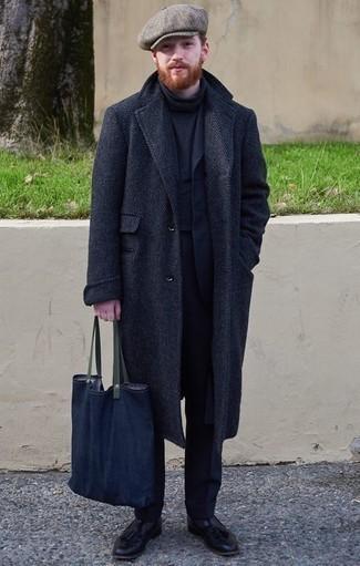 Combinar un mocasín de cuero negro en invierno 2021: Empareja un abrigo largo de espiguilla azul marino junto a un traje azul marino para una apariencia clásica y elegante. Mocasín de cuero negro son una opción inmejorable para completar este atuendo. Si tu buscas un atuendo idóneo para el invierno, este es para ti.