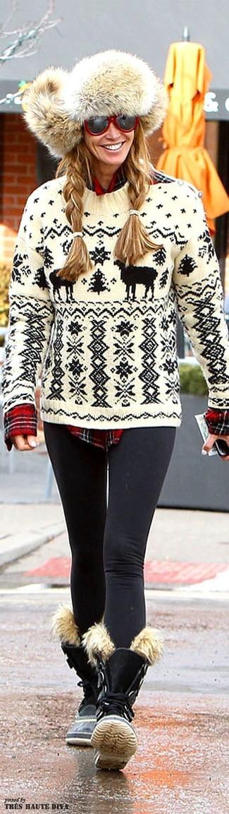 Cómo combinar: botas planas con cordones de ante negras, leggings negros, camisa de vestir de tartán roja, jersey con cuello circular de grecas alpinos en blanco y negro