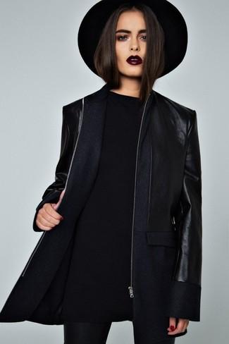 Cómo combinar: sombrero de lana negro, leggings negros, jersey oversized negro, abrigo azul marino