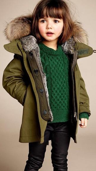 Cómo combinar: leggings negros, jersey verde, chaqueta verde oliva