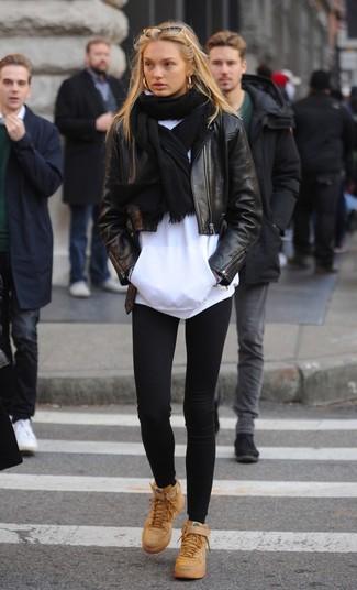 Combinar unas gafas de sol doradas: Haz de una chaqueta motera de cuero negra y unas gafas de sol doradas tu atuendo para un look agradable de fin de semana. ¿Te sientes valiente? Complementa tu atuendo con zapatillas altas de cuero marrón claro.