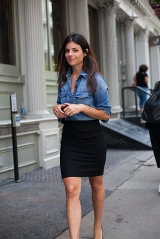 dd22613d1 Look de moda: Minifalda negra, Camisa vaquera azul | Moda para ...