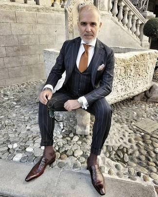 Cómo combinar: corbata marrón, mocasín de cuero en marrón oscuro, camisa de vestir blanca, traje de tres piezas de rayas verticales negro