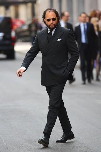 Combinar un mocasín de cuero negro: Equípate un traje negro con una camisa de vestir blanca para rebosar clase y sofisticación. Para el calzado ve por el camino informal con mocasín de cuero negro.