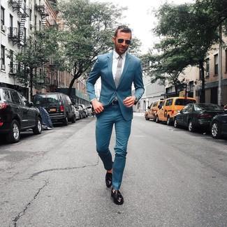 Cómo combinar: corbata gris, mocasín con borlas de cuero negro, camisa de vestir blanca, traje en verde azulado