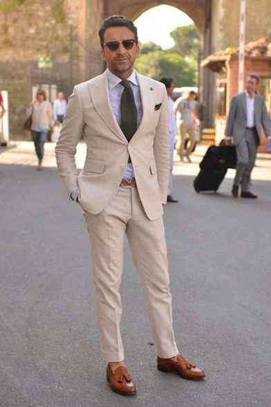 d90fe5cad33 Cómo combinar un traje en beige con una camisa de vestir celeste (19 looks  de moda) | Moda para Hombres | Lookastic México