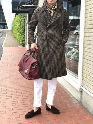 Combinar una bufanda de algodón en beige: Ponte un abrigo largo de cuadro vichy en marrón oscuro y una bufanda de algodón en beige transmitirán una vibra libre y relajada. Elige un par de mocasín con borlas de ante en marrón oscuro para mostrar tu inteligencia sartorial.