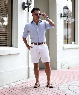 Combinar unas gafas de sol en violeta: Emparejar una camisa de manga larga celeste junto a unas gafas de sol en violeta es una opción práctica para el fin de semana. ¿Te sientes valiente? Opta por un par de mocasín de cuero marrón.