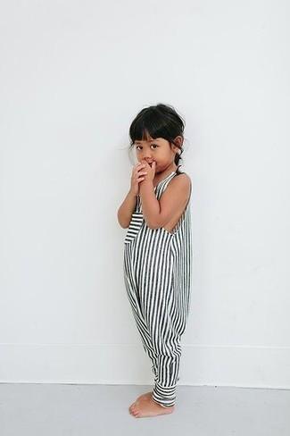 Cómo combinar: mono corto de rayas en blanco y negro