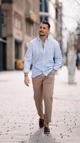 Combinar unos náuticos: Opta por una camisa de manga larga celeste y un pantalón chino marrón claro para cualquier sorpresa que haya en el día. Náuticos son una opción muy buena para completar este atuendo.