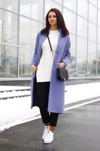 Un abrigo de vestir con un pantalón capri negro (3 looks de moda ... 1afd4a47141c
