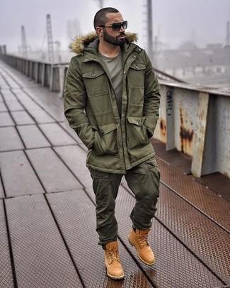 Combinar Un Pantalon Cargo Verde Oliva Con Unas Botas De Trabajo De Ante Marrones Para Hombres De 30 Anos 2 Looks Outfits Hombre Lookastic Mexico