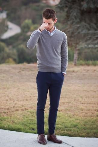 brillo encantador el mejor reunirse Cómo combinar un pantalón chino azul marino con un jersey de ...