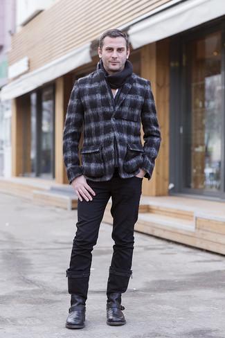 Cómo combinar: botines chelsea de cuero negros, pantalón chino negro, camisa de manga larga blanca, blazer de lana a cuadros en gris oscuro
