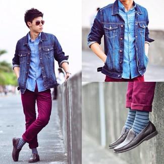 Combinar unos calcetines de rayas horizontales azules: Considera emparejar una chaqueta vaquera azul junto a unos calcetines de rayas horizontales azules para un look agradable de fin de semana. ¿Por qué no ponerse mocasín de cuero en marrón oscuro a la combinación para dar una sensación más clásica?