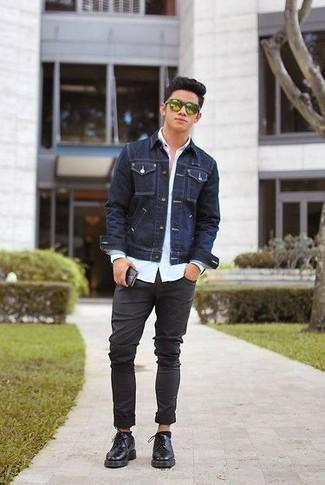 Combinar unas gafas de sol verdes: Emparejar una chaqueta vaquera azul marino con unas gafas de sol verdes es una opción inmejorable para el fin de semana. ¿Te sientes valiente? Haz zapatos derby de cuero negros tu calzado.