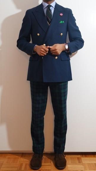 Combinar una corbata de rayas horizontales verde oscuro: Elige un blazer cruzado azul marino y una corbata de rayas horizontales verde oscuro para un perfil clásico y refinado. Zapatos oxford de ante en marrón oscuro son una opción buena para complementar tu atuendo.