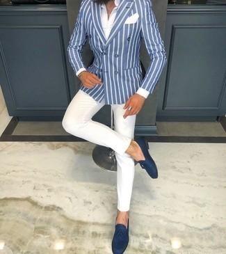 Combinar un blazer cruzado: Si buscas un estilo adecuado y a la moda, casa un blazer cruzado junto a un pantalón chino blanco. Complementa tu atuendo con mocasín con borlas de ante azul marino para mostrar tu inteligencia sartorial.