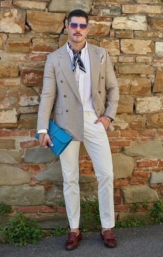 Combinar una pulsera: Intenta combinar un blazer cruzado gris junto a una pulsera para un almuerzo en domingo con amigos. Complementa tu atuendo con mocasín de cuero сon flecos burdeos para mostrar tu inteligencia sartorial.