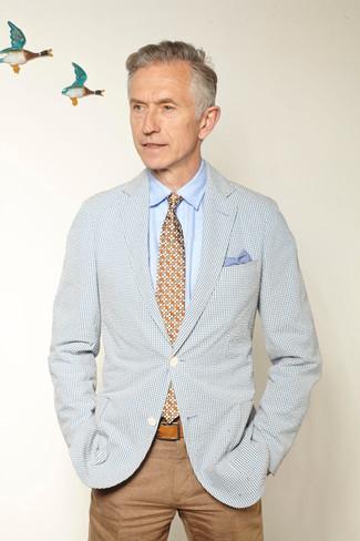 Cómo combinar: corbata con print de flores en multicolor, pantalón chino marrón claro, camisa de vestir celeste, blazer de cuadro vichy celeste
