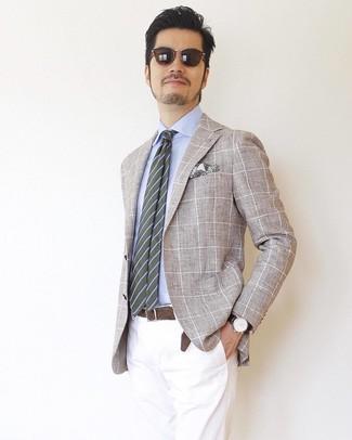Cómo combinar: corbata de rayas horizontales verde oliva, pantalón chino blanco, camisa de vestir celeste, blazer a cuadros en beige
