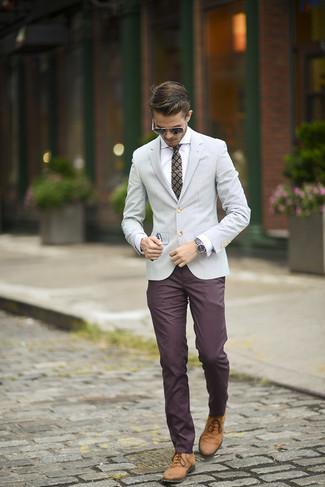 901ce33392 Cómo combinar un blazer gris con un pantalón chino burdeos (10 looks ...