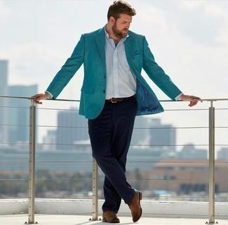 Outfits hombres en primavera 2021: Empareja un blazer en verde azulado con un pantalón chino azul marino para lograr un estilo informal elegante. Botas safari de cuero marrónes son una opción perfecta para complementar tu atuendo. ¡Nos gusta mucho el atuendo! Es una opción excelente para las jornadas de primavera.