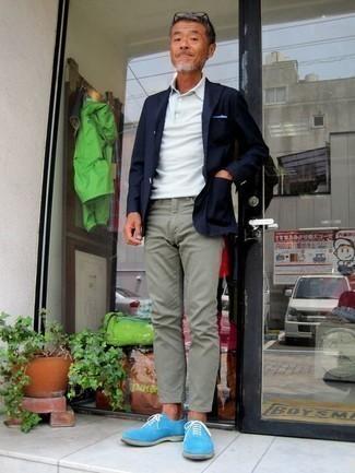 Combinar un pantalón chino en verde menta en clima cálido: Considera ponerse un blazer azul marino y un pantalón chino en verde menta para un lindo look para el trabajo. Con el calzado, sé más clásico y complementa tu atuendo con zapatos oxford de ante celestes.