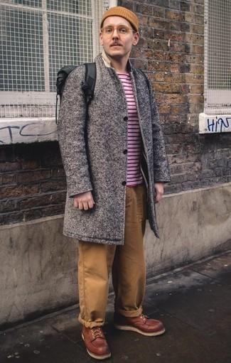 Combinar un gorro marrón claro: Utiliza un abrigo largo gris y un gorro marrón claro para un look agradable de fin de semana. Botas casual de cuero burdeos son una forma sencilla de mejorar tu look.