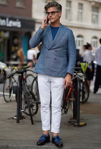 Combinar una chaqueta: Elige una chaqueta y un pantalón chino blanco para crear un estilo informal elegante. Elige un par de zapatos con hebilla de cuero azules para mostrar tu inteligencia sartorial.
