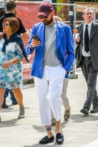 Combinar una gorra de béisbol burdeos: Equípate un blazer cruzado azul con una gorra de béisbol burdeos para una vestimenta cómoda que queda muy bien junta. Elige un par de mocasín de ante сon flecos negro para mostrar tu inteligencia sartorial.